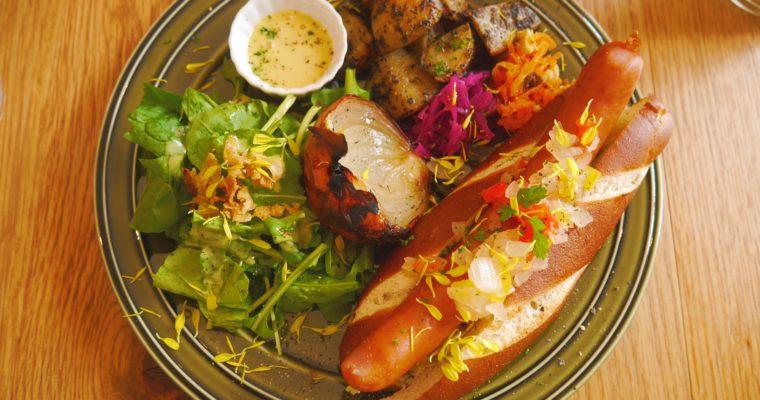 【京都】東寺の「Cafe POCHER(カフェポシェ)」でインスタ映えホットドッグを味わおう!